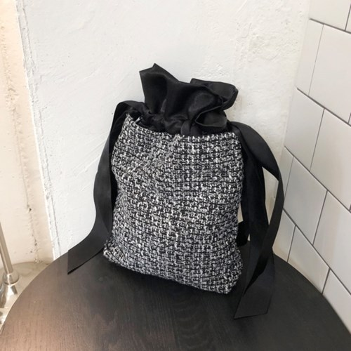 멜로우모먼트 mellow moment  tweed bag . black