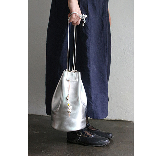 suha 단독 상품 . 지수  zisoo . may lily bag silver