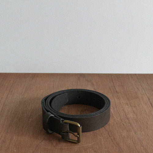 지수  zisoo . leather belt