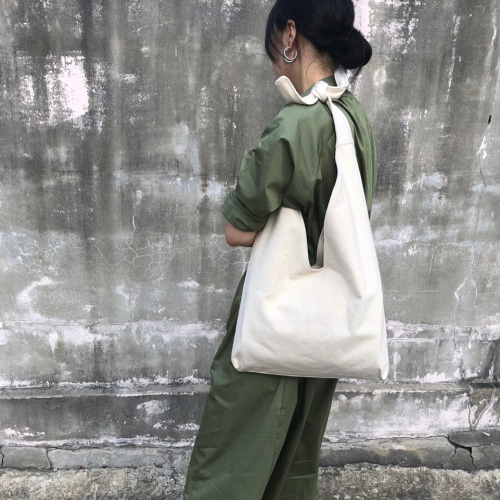 씨씨씨프로젝트 ccc project . medium hobo bag . ivory